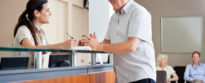 Atendimento humanizado na recepção: descubra como isso vai fazer sua clínica se destacar