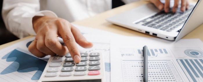 Controle financeiro empresarial: o que é e como ajuda a sua clínica