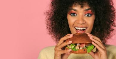 Como manter a saúde bucal mesmo com uma alimentação não tão saudável