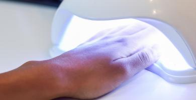 Alongamento de unhas: cuidados necessários no consultório odontológico