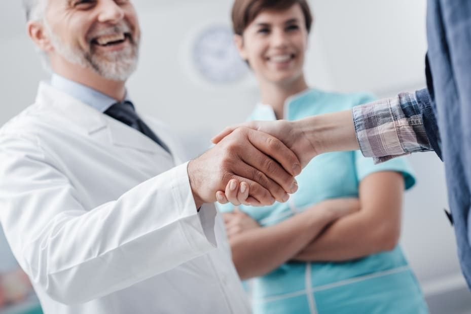 Relacionamento com pacientes é fundamental na gestão de clínicas