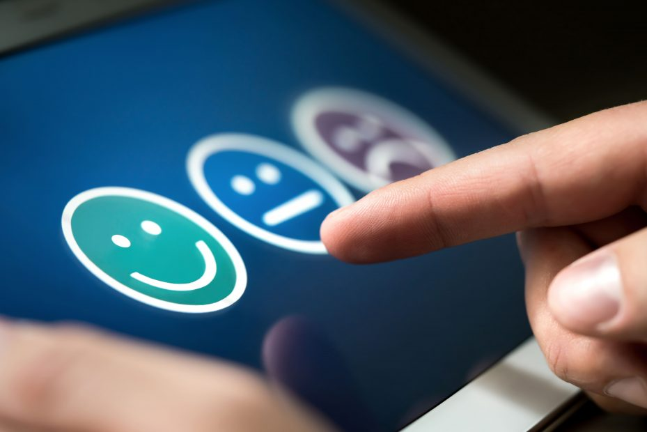 Aplicativo de pesquisa de satisfação em tablet