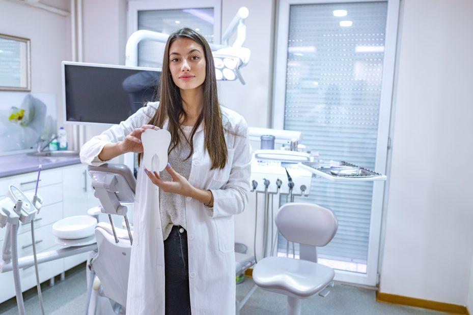 Dentista com especialização estomatologia