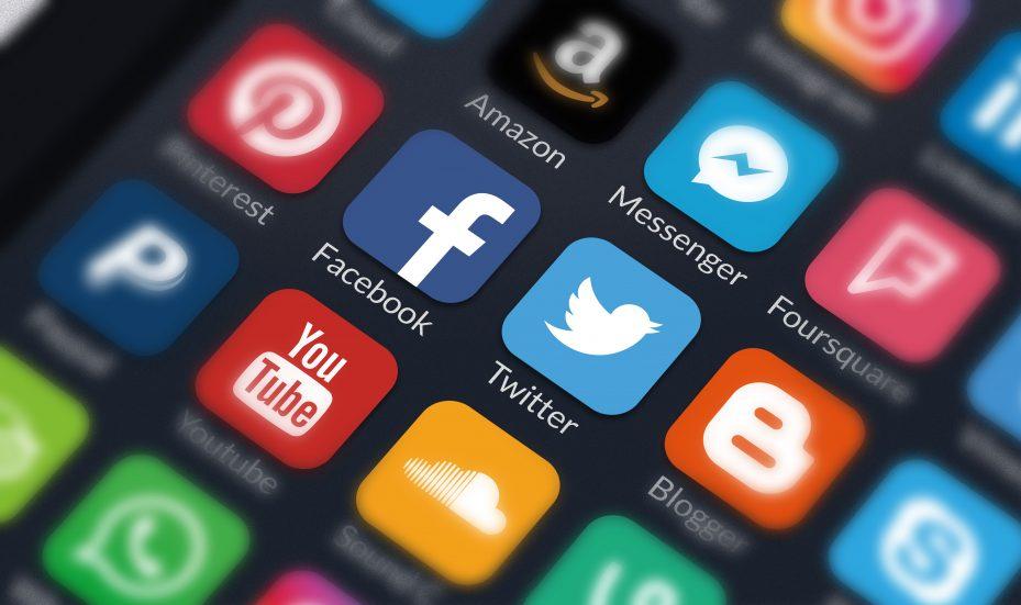 ícones de redes sociais no celular